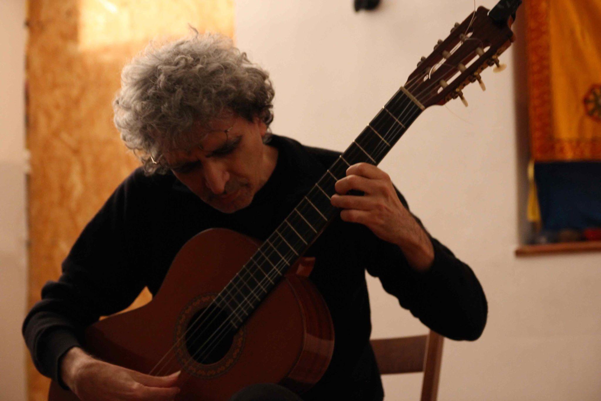 8 Carmelo Farina Fantasie d'autunno - Solo guitar